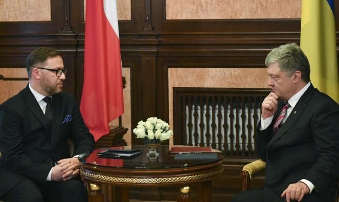 Посол Польщі в Україні Бартош Ціхоцький і президент України Петро Порошенко