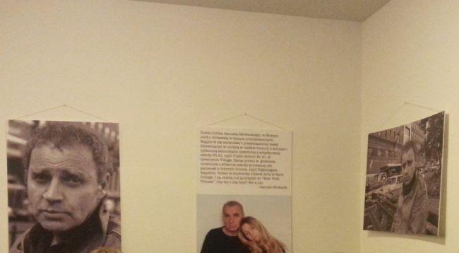 Часть фотовыставки, посвященной Янушу Гловацкому в клубе-кафе Czytelnik в Варшаве.