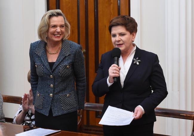 Анна Мария Андерс, представитель правительства по вопросам международного диалога, и Беата Шидло, премьер-министр Польши.