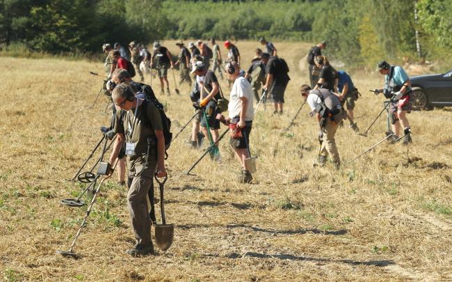 Archaeologists probe the terrain of the 1410 Battle of Grunwald. Photo: PAP/Tomasz Waszczuk