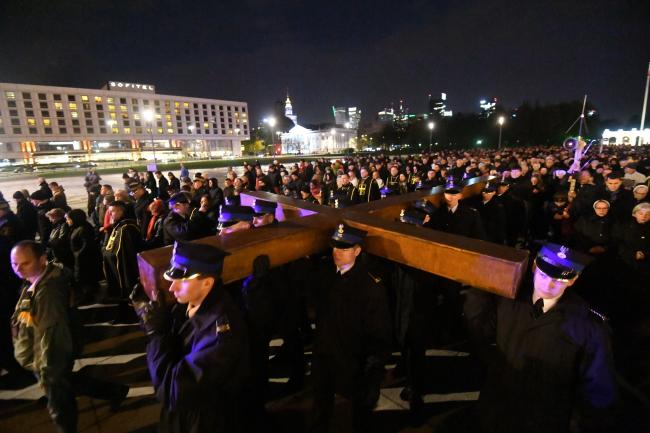 Central Way of the Cross procession in Warsaw. Photo: PAP/Bartłomiej Zborowski.