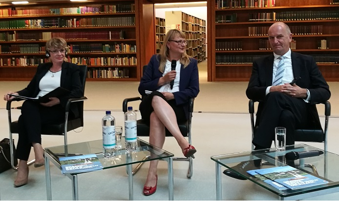 Unterstaatssekretärin Renata Szczęch (links) und Ministerpräsident Dietmar Woidke (rechts) im 1. Deutsch-Polnischen Bürgerdialog im Auswärtigen Amt Berlin, fot. © Arkadiusz Łuba