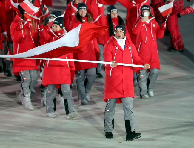Zbigniew Bródka carries the national colours as Polish athletes take part in the opening ceremony of the winter Olympics in Pyeongchang. Photo: PAP/Grzegorz Momot