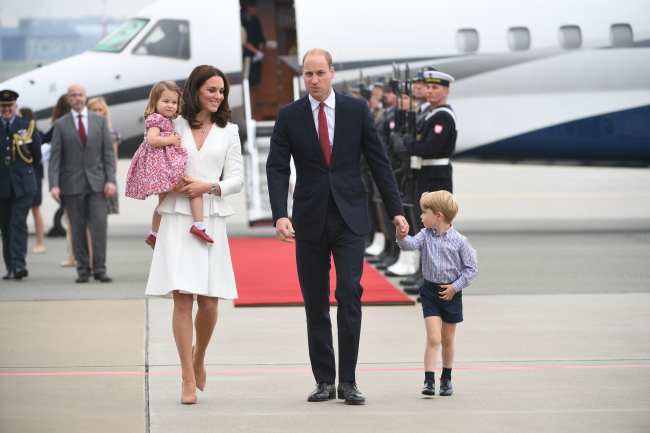 Princess Charlotte, Kate, Duchess of Cambridge, Prince William, Duke of Cambridge, and Prince George. Photo: PAP/Bartłomiej Zborowski.