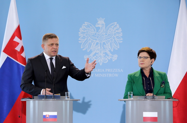 Slovak PM Robert Fico and Polish PM Beata Szydło in Warsaw on Wednesday. Photo: Tomasz Gzell