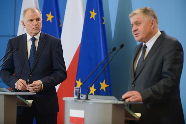 Krzysztof Jurgiel and Vytenis Andriukaitis. Photo: PAP/Jakub Kamiński.