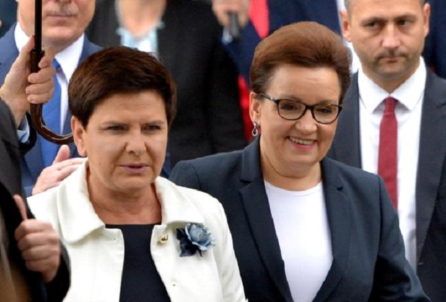 PM Beata Szydło (left) and Education Minister Anna Zalewska. Photo: PAP/Darek Delmanowicz