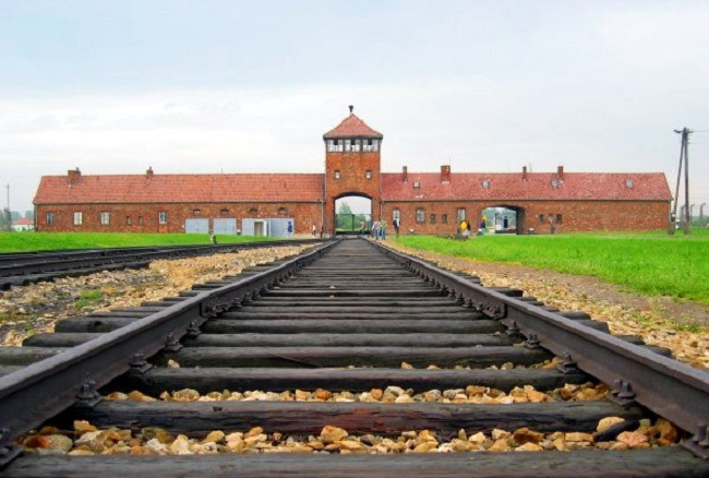 The entrance to the Auschwitz-Birkenau camp. Photo: Wikimedia Commons/C.Puisney/CC BY-SA 3.0