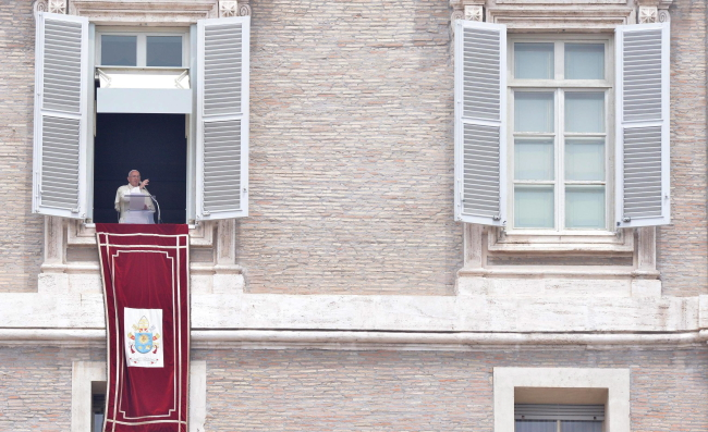 Pope Francis blesses faithful during the Angelus prayer in St. Peter's square at the Vatican, Vatican City, 14 June 2015. EPA/MAURIZIO BRAMBATTI