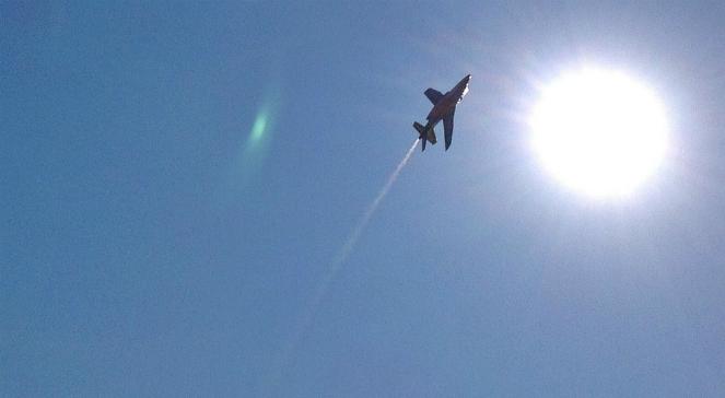 Manewrujący myśliwiec  - zdjęcie ilustracyjne