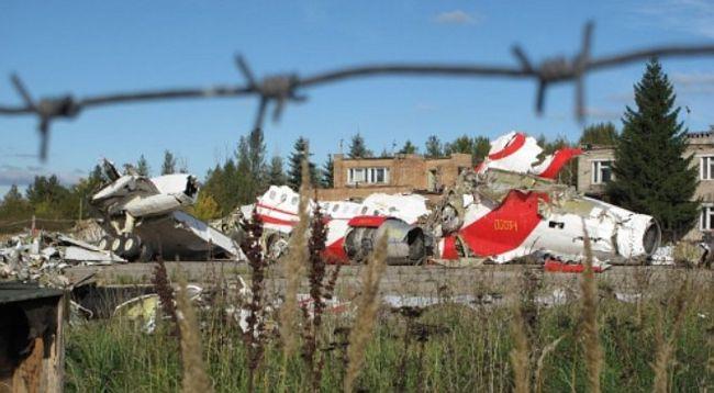 Обломки самолета ТУ-154 М, разбившегося под Смоленском 10 апреля 2010 года.