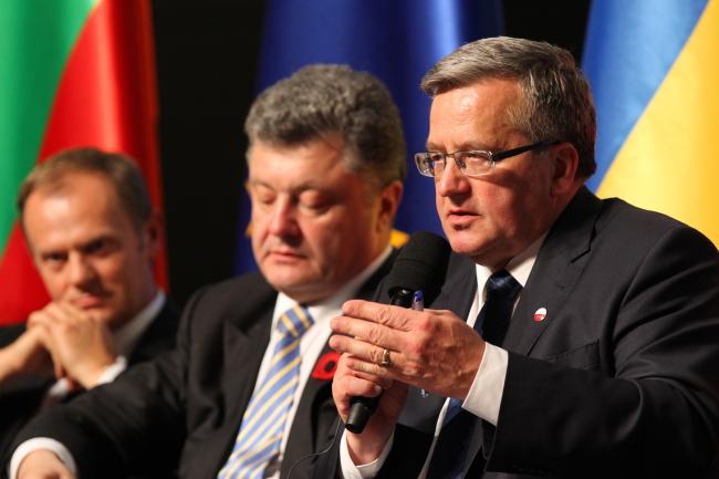 President Bronisław Komorowski (R) with President of the Ukraine Petro Poroshenko  (C) and President of the EU Council Donald Tusk, Thursday night, Gdańsk. Photo: PAP/Piotr Wittman