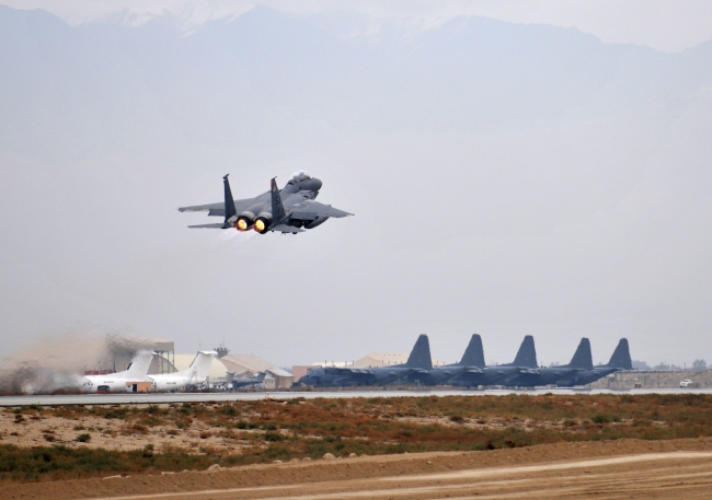 A file handout picture taken 17 November 2011 by the International Security Assistance Force shows aircraft from the 335th Expeditionary Fighter Squadron at Bagram Airfield, near Kabul, Afghanistan. Photo: EPA/ISAF HANDOUT