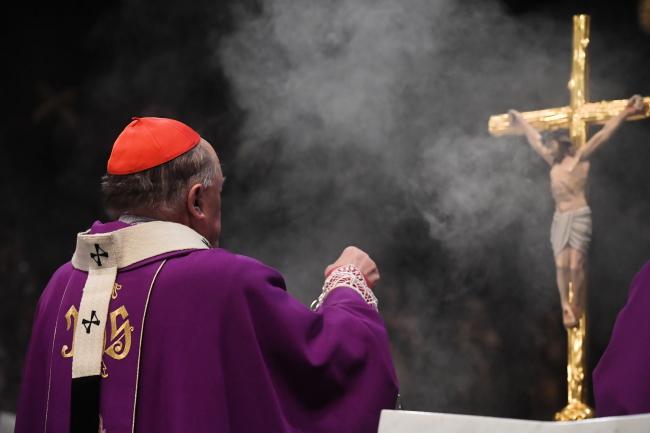 Кардинал Казимеж Ныч служит мессу в память о Павле Адамовиче