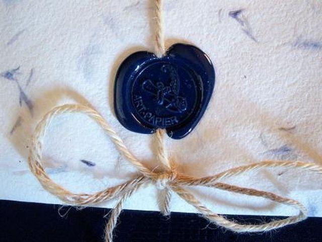 Бумага с лепестками цветов, печать из синего сургуча.