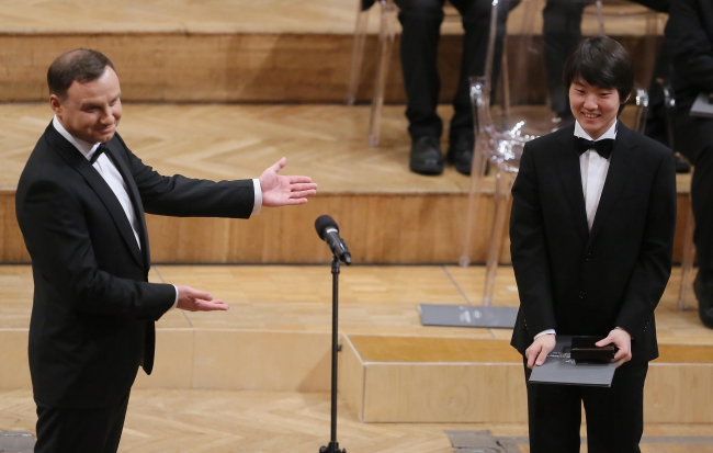 President Andrzej Duda (L) with winner of the Chopin Competition Seong-Jin Cho. Photo: PAP/Radek Pietruszka