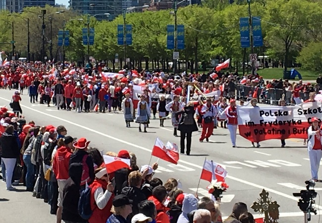 Chicago's Polish Constitution Day parade. Photo: Twitter.com/PLinChicago.