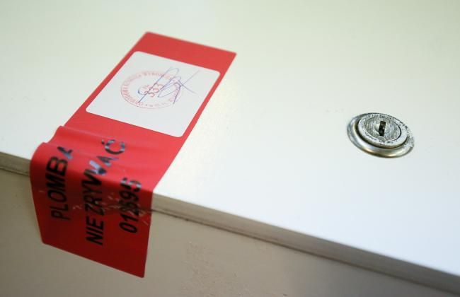 A sealed ballot box during Sunday's decisive presidential elections, 24.05.2015 Photo: PAP/Paweł Supernak