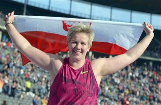 Hammer-thrower Wlodarczyk breaks world record
