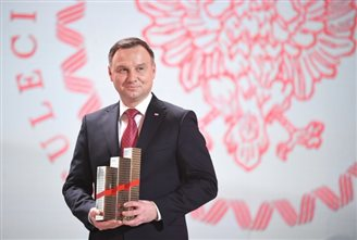 Polish president hands out business awards