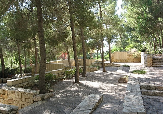 Some of the roughly 2,000 trees marking the Righteous Among the Nations in the garden at Yad Vashem. Photo: Proesi/German Wikipedia (CC BY-SA 2.0 de)
