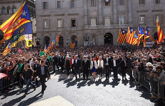 Catalan leaders show support for the independence movement. Photo: Generalitat de Catalunya/Wikimedia Commons (Free Use)