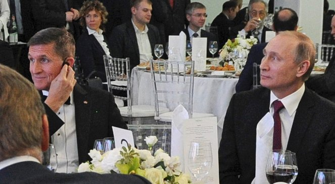Американський генерал Майкл Флінн та президент Росії Владімір Путін на святкуванні 10-ї річниці створення телеканалу Russia Today