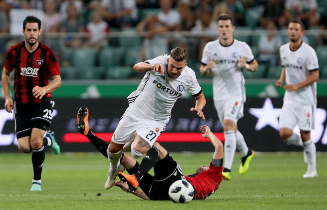 Legia's Carlitos (centre) in action against Spartak Trnava. Photo: PAP/Leszek Szymański