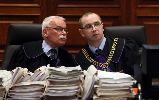 Judges Hubert Gąsior (R) and Wojciech Małek (L) at the Warsaw District Court, 31 March. PAP/Tomasz Gzell