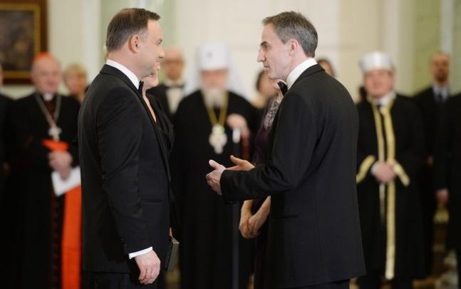 Andrzej Duda (left) greets US ambassador Paul W. Jones during a meeting with foreign diplomats. Photo: PAP/Jacek Turczyk