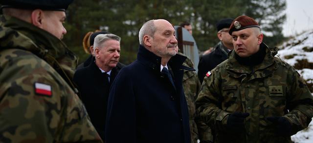 Былы міністар нацыянальнай абароны Антоні Мацярэвіч (у цэнтры на першым пляне)