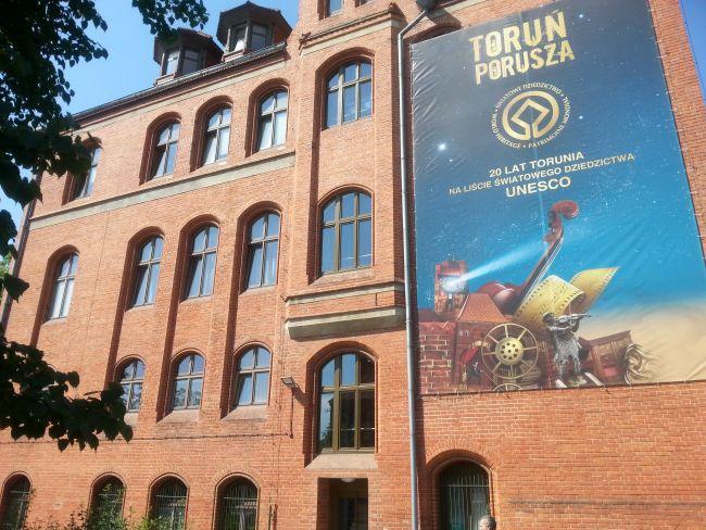 """""""Торунь трогает"""" - девиз годовщины 20-летия включения Торуни в перечень мирового наследия ЮНЕСКО."""