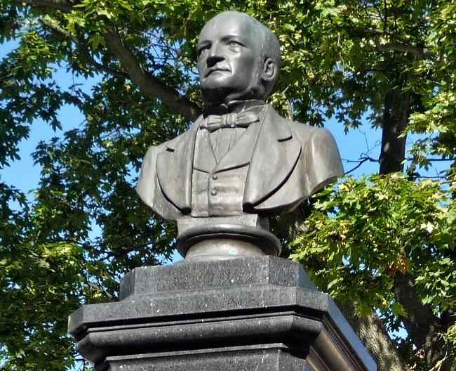 Памятник Станиславу Монюшко в Вильнюсе