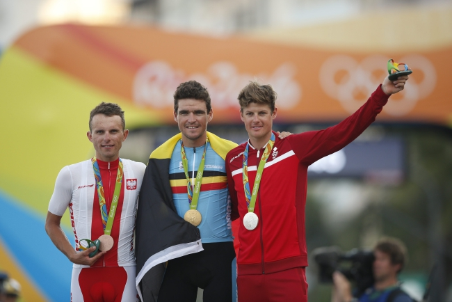 Gold medalist Greg van Avermaet (C) of Belgium, silver medalist Jakob Fuglsang (R) of Denmark and bronze medalist Rafal Majka (L) of Poland pose during the awarding ceremony of the men's Road Cycling race of the Rio 2016 Olympic Games in Rio de Janeiro, Brazil, 06 August 2016. Photo: EPA/YOAN VALAT