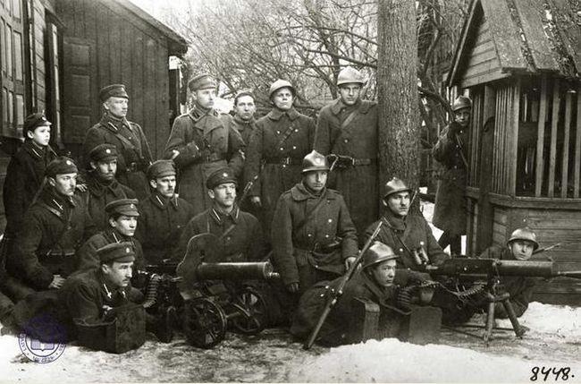 Общий снимок польских и латышских солдат, принимавших участиев  битве за Даугавпилс (1919-1920 гг.)