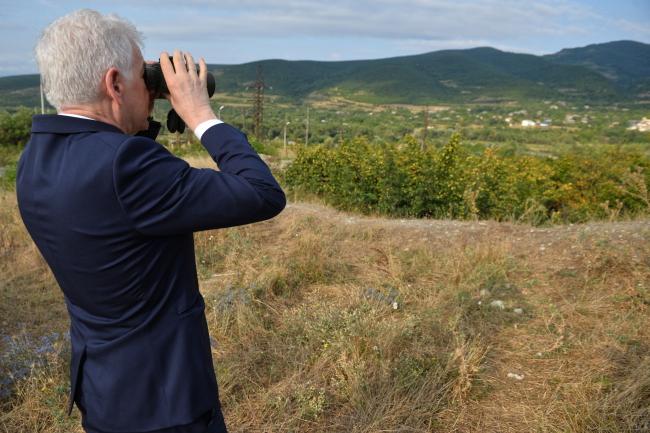 Міністр Яцек Чапутович на лінії розмежування в Одзісі, Грузія, 7 серпня 2018 року