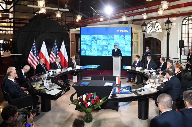 Виступ президентп Польщі Анджея Дуди в осідку компанії PGNiG під час підписання 24-річного газового контракту зі США
