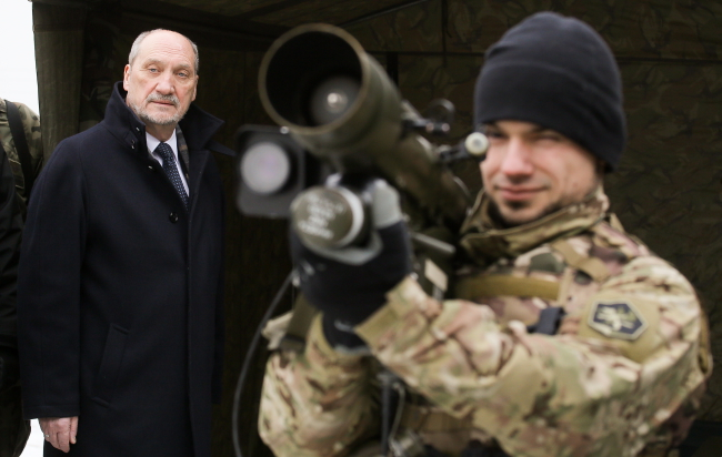 Minister Antoni Macierewicz (L) said the NATO summit is a priority of his ministry. Photo: PAP/Paweł Supernak