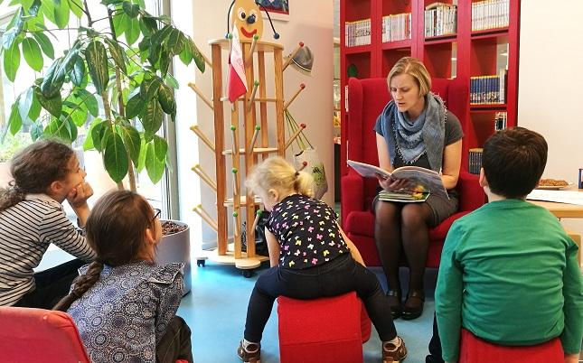 Ewa Pawleta vom SprachCaf+ę Polnisch liest in der Ingeborg-Drewitz-Bibliothek Berlin auf Polnisch vor, fot. (c) Arkadiusz Łuba
