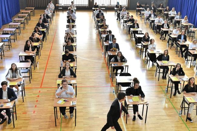Экзамен на аттестат зрелости в общеобразовательном лицее №9 во Вроцлаве
