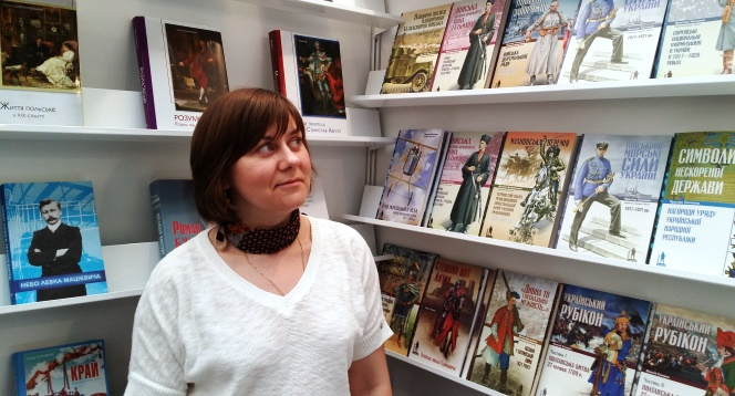 Тетяна Вовк на виставці у Варшаві