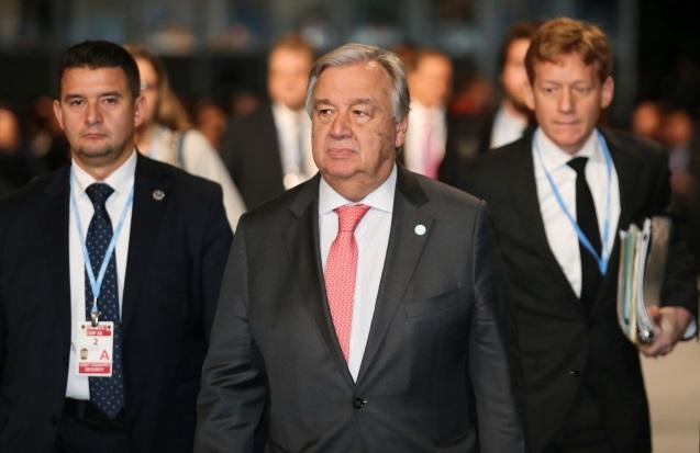 Генеральный секретарь ООН Антониу Гутерреш (в центре) во время климатической конференции ООН COP24 в Катовице