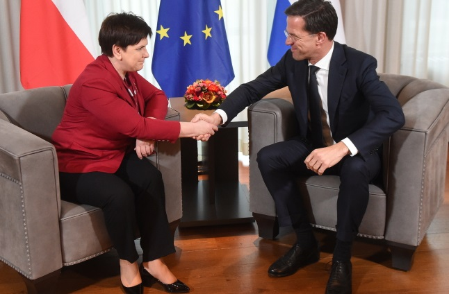 Polish PM Beata Szydło (left) meets her Dutch counterpart Mark Rutte. Photo: PAP/Radek Pietruszka
