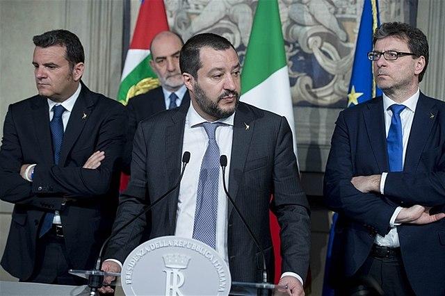 Вице-премьер Италии Маттео Сальвини (в центре)