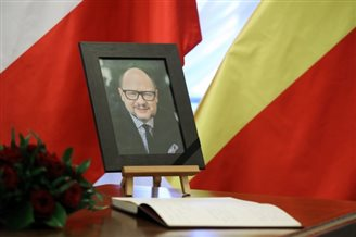 UK magazine remembers slain Polish mayor