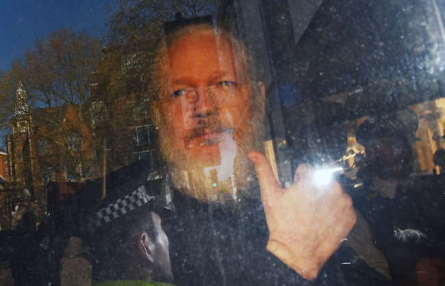 Соучредителя Wikileaks Джулиана Ассанжа доставили в Вестминстерский суд в Лондоне