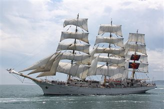Polish tall ship sets out for 100 years of independence