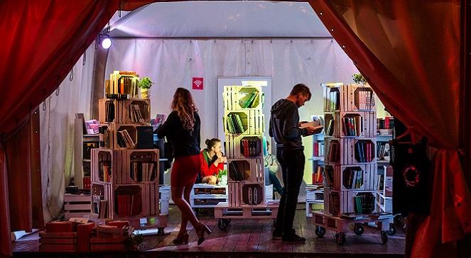 На фестивале было отведено специальное место, где можно было почитать и купить книги авторов из стран Восточной Европы.