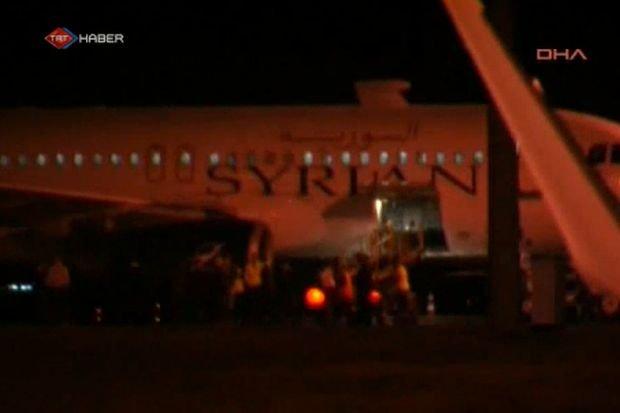 Syryjski samolot na lotnisku w Ankarze