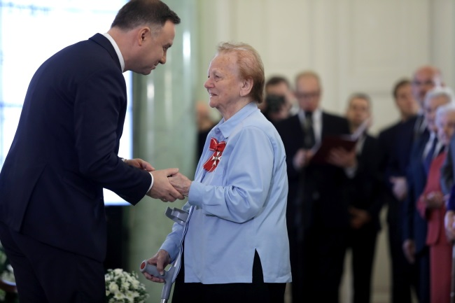 President Andrzej Duda bestows state decorations on Poles who rescued Jews during WW II. Photo: PAP/Tomasz Gzell